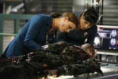 "Emily Deschanel and Tamara Taylor in the TV serie ""BONES"" (Static Phil) Tags: emilydeschanel tamarataylor tvserie bones"