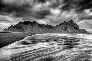 Vestrahorn in black and white