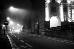 Alone in the Dark (Aymeric Gouin) Tags: rennes bretagne breizh brittany europe france 35 illeetvilaine fog mist brume brouillard city ville street rue light lumière lamppost lampadaire architecture dark sombre noir blanc black white monochrome cityscape urban mood olympus omd em10 aymericgouin aymgo night nuit