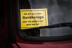 Was man so alles findet am Straßenrand... (fotomanni.de) Tags: auto bayern franken mittelfranken fürth pkw gynäkologe windschutzscheibe scherz