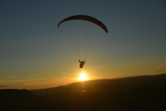 Parapente près du Viaduc de Millau (Michel Seguret Thanks all for 9.600 000 views) Tags: sunset summer sky france sport nikon sommer coucher himmel viaduct ciel cielo couchant ete millau handgliding d800 larzac parapente viaduc aveyron michelseguret