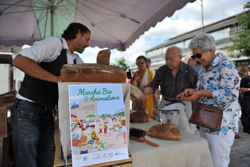 Lancement du marché bio surla place du Donjon © B. Derbord