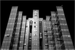 43/52 : Rennes - Center Alma [explored] (Hervé Marchand) Tags: bretagne rennes building blackwhite noiretblanc perspective urbain alma illeetvilaine canoneos7d lignes vitre reflets week432015 52weeksthe2015edition weekstartingthursdayoctober222015 inexplore