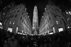 Rockefeller Center Tree (Jemlnlx) Tags: canon eos 5d mark iv 4 5div 5d4 dslr new york city ny nyc manhattan christmas 2016 holidays 5th avenue ave rockefeller center tree nbc building crowd tourists tourist wide lens ef 815mm f4 l usm fisheye angle