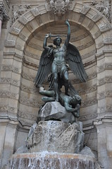DSC_2235 Fontaine Saint-Michel (David Barrio López) Tags: fontainesaintmichel fontaine fuente saintmichel paris laciudaddelaluz lavillelumière france francia nikon d90 nikond90 nikkor18200mm 18200mm davidbarriolópez davidbarrio