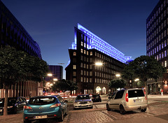 Chilehaus, Hamburg (Tobias Mnch) Tags: city blue urban building architecture night germany deutschland nightshot hamburg illumination expressionism chilehaus blueport fritzhger