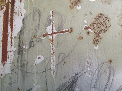 Kreuz (MKP-0508) Tags: door metal rust cross decay urbandecay kreuz porte peelingpaint rost metall tr croix rouille verfall evanescense