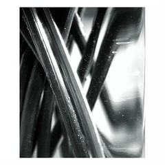 Vasenstck (Bernd Kretzer) Tags: abstract 50mm blackwhite md minolta vase schwarzweiss stalk abstrakt 114 rokkor linescurves stngel