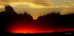 Poente (Sophie Carrière) Tags: sol céu nuvens silhuetas poente