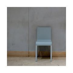 Chaise bleue (hélène chantemerle) Tags: chaise intérieur murs sol bleu gris jaune chair indoor walls gray yellow