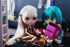 Darcy's bday [1/2] (Eloines) Tags: blythe doll dolls fake factory tbl fbl rbl ebl bl collecting birthday bday gift present surprise celebrate friend nikon d3200 dslr sigma 105mm