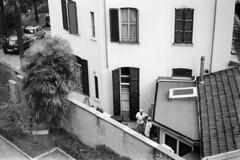 Istanti di pausa (sirio174 (anche su Lomography)) Tags: pausa break cortile finestra como zorki1 zorki