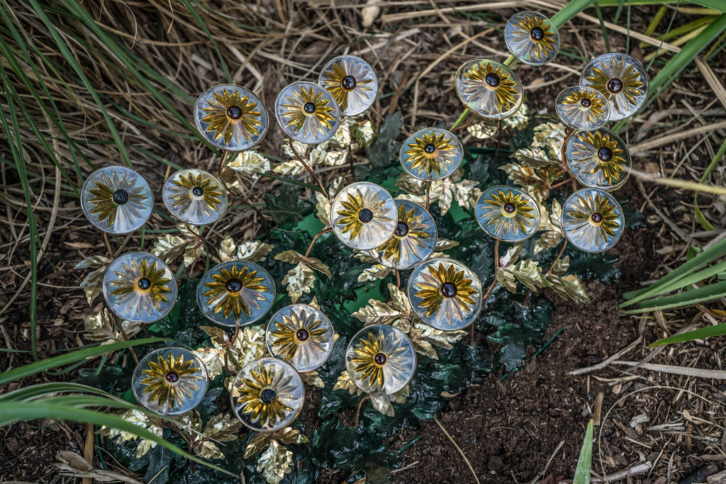 DEISE DAISIES BY WILLIAM HARVEY [SCULPTURE IN CONTEXT 2015] REF-107752