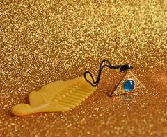 Cleocat accessories (Lorena Firefly) Tags: glitter gold pyramid bokeh illuminati zelf cleocat zelfs