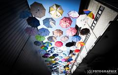 Regenschirmdach (fran.fotographix) Tags: rot himmel blau bunt farben regenschirme schirme