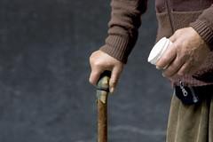 mendicante (romancandletours) Tags: italy donna strada mani mano bicchiere vecchio vecchia solitudine mendicante anziano abbandono rughe bastone vecchiaia povero aiuto elemosina chiedere mendicare povertã caritã