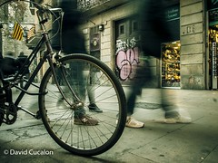 Another day in the city (David Cucalón) Tags: davidcucalon cucalon longexposure largaexposición streetphotography fotografiacallejera calles streets bicicleta barcelona bicycle