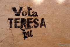 Vota Teresa (Landahlauts) Tags: nikoncoolpixs710 huescar comarcadehuescar andalucia üskar estarcido estencil iu izquierdaunida stencil