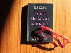 (Anne-Christelle) Tags: livre book balzac lecture lunettes naturemorte