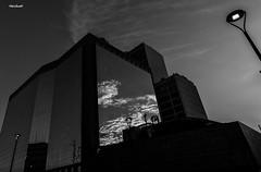 Reflexos no Centro do Rio de Janeiro (mariohowat) Tags: riodejaneiro arquitetura reflexos reflections reflejos pb brazil brasil bw blackandwhite blancoynegro pretoebranco monochrome