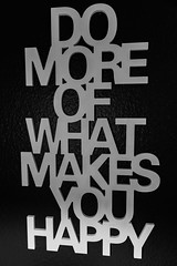 Do more of what makes you happy (piri198) Tags: canon eos eosm efm eosm10 happy glücklich spruch saying lightroom lightroom6 wall wand 1545mm