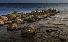 Steine im Wasser (wolfi-rabe) Tags: buhne ostsee schleswigholstein strand