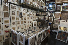 Pictures and frames shop (filippo.bassato) Tags: dubai emiratiarabi turismo negozio shop pictures frames