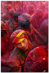 radiant (Soumya Bandyopadhyay) Tags: colors festival vertical wide perspective holi barsana mathura vrindavan canoneos5d gulal nandgaon canon24105mmlis brajholi lathmarholi