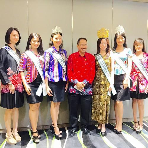 Foto sejenak Miss Earth Indonesia dari eljohn Pageants setelah mendapatkan pengarahan Bapak Menteri Pariwisata soal Eco Tourism, Marine Tourism dan adventure tours #eljohntv #missearthindonesia #missgrandindonesia #putripariwisataindonesia #garudaindonesi