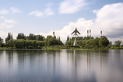 Hedgehopping (Fabien Husslein) Tags: park summer reflection saint pose pond long exposure cityscape lac petersburg reflet russian federation russie ete 2015 longue petersbourg aviatorov