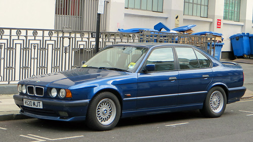 car voiture german saloon sedan berline 5 series série serie e34 1995 bmw 525i sport camden rue street england united kingdom great britain uk londres london borough town capital angleterre north