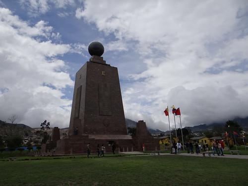Mitad del Mundo: Denkmal am (bzw. in der Nähe vom) Äquator