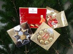 Sale: The best of Christmas after Christmas  Nachweihnachtlicher Beutezug (Sockenhummel) Tags: schokolade süsigkeiten sweets christmas weihnachten marzipan nougat