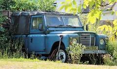 MMU 912C (Nivek.Old.Gold) Tags: 1965 land rover 88 series 2a softtop diesel