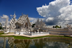 White Temple in Chiang Rai. Wat Rong Khun (_JLC_) Tags: thailand tailandia asia chiangrai wat templo temple whitetemple watrongkhun nubes clouds cielo sky arquitectura architecture canon canon6d eos 6d 2470f4 filtropolarizador flickrtravelaward