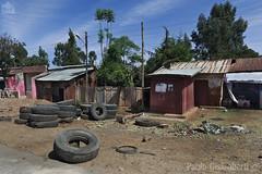 lungo la strada, on the road (paolo.gislimberti) Tags: ethiopia etiopia viaggio travel fotografiadistrada streetphotography case houses poverty povertà pneumatici tires