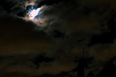 The Moon in the Corner (gregory.sevin) Tags: colombes îledefrance france fr night cloudy moon