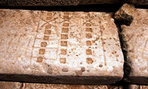 "Petteia - Ludus Latrunculorum  / Iconografía de las civilizaciones helenolatinas • <a style=""font-size:0.8em;"" href=""http://www.flickr.com/photos/30735181@N00/32399877731/"" target=""_blank"">View on Flickr</a>"
