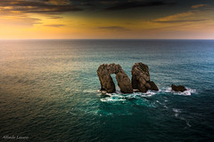 Puerta al mar (allabar8769) Tags: amanecer cantabria liencres losurros mar paisaje rocas