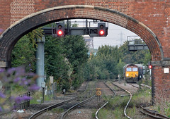 Hiding Behind The Bridge (studogs30) Tags: dbs class66 ews knottingley 66027 knottingleyeastjunction knottingleysouthjunction 4r56 946draxtoimminghambiomass