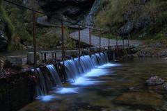 Passerella sull'acqua (Silvio Maggioni) Tags: val paesaggio cascatelle vertova