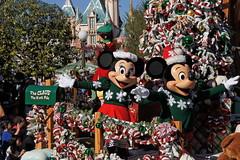Mickey & Minnie in Christmas Fantasy Parade at Disneyland (GMLSKIS) Tags: california disneyland disney parade mickeymouse amusementpark minniemouse anaheim christmasfantasy