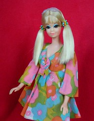 VINTAGE MOD PJ TWIST N TURN BARBIE DOLL w/ FLOWER WOWER OUTFIT (laika*2008) Tags: flower turn vintage outfit mod doll w n barbie twist pj wower