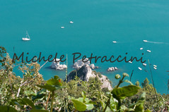 DSC_7549 copia (Michele d'Ancona) Tags: 2 italy nature relax flora italia mare natura barche an persone provincia marche nuoto motori ancona scogli divertimento motoscafi sirolo sorelle bagni vele velieri bagnanti natanti scafi