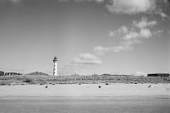 Egmond lighthouse (25/8) Tags: minolta himatic himatic7sii adox adoteciii cms20 egmond