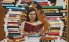 Ensaio na Biblioteca da PUCRS (eusoufamecos) Tags: livros biblioteca central irmão josé otão pucrs famecos pilha de estudo leitura ferias oculos estante