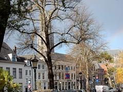 De Utrechtse Domtoren gezien vanaf de Nieuwegracht (bcbvisser13) Tags: boom gracht grachtpanden nieuwegracht domtoren domkerk stad utrecht nederland eu