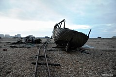 Dungeness Life  III (www.hot-gomez-fotografie.de) Tags: dungeness kent kentlife uk beach shale boat ruin relic rotting old fishing nikon