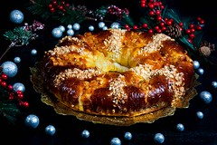 Roscón de Reyes relleno de almendras (Frabisa) Tags: almendras mazapan roscon rosca bollos reyesmagos dulce meriendas desayunos navidad sweet snacks breakfast christmas bakery almendrasalmonds marzipan