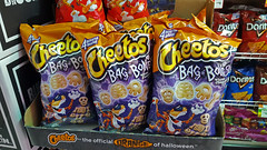 "Halloween ""Bag of Bones"" Cheetos (SomePhotosTakenByMe) Tags: cheetos chips food essen lebensmittel halloween skeleton skelett supermarkt supermarket shop store geschäft laden bagofbones bones knochen urlaub vacation holiday nyc newyork newyorkcity usa america amerika unitedstates queens stadt city indoor astoria"